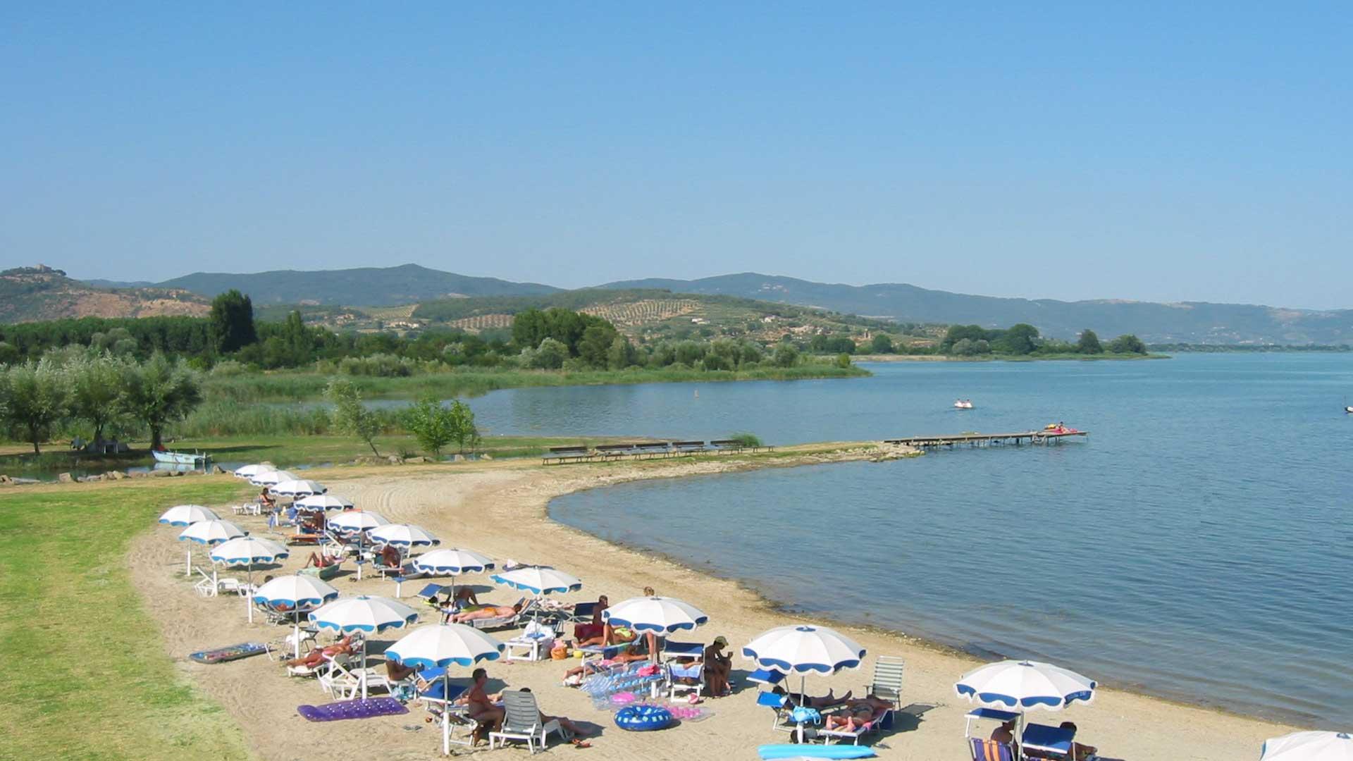 Campeggio sul lago trasimeno badiaccia camping village umbria - Lago di bolsena dove fare il bagno ...